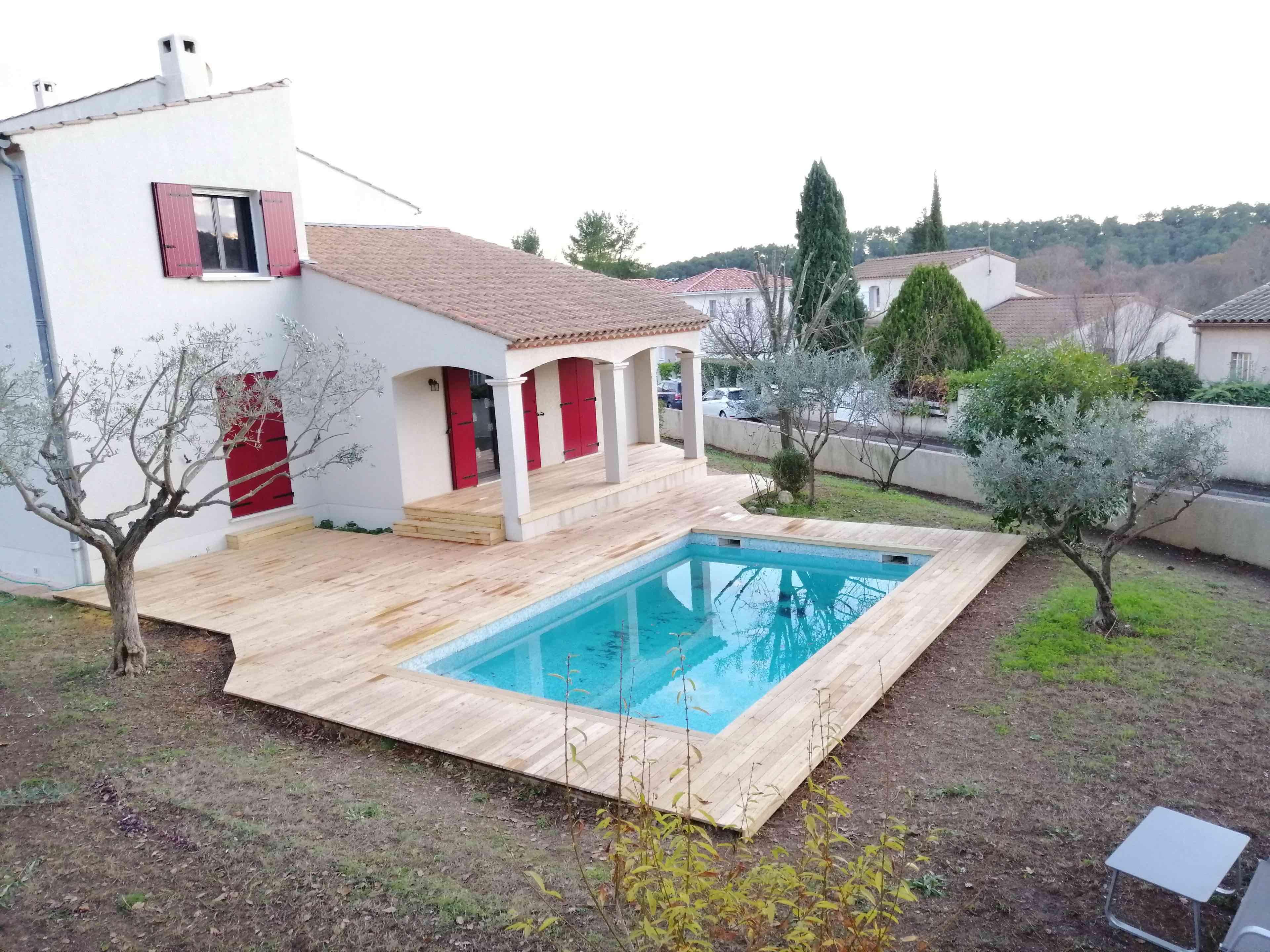 Terrasse acacia et piscine